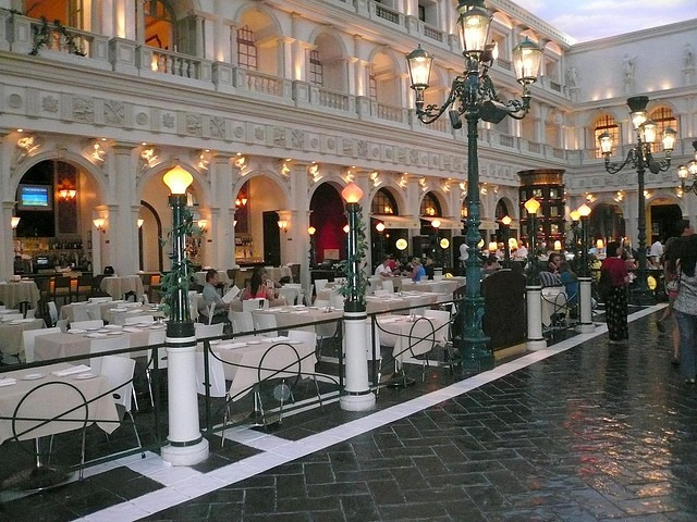 salaire débouchés d'assistant à la direction d'hôtel restaurant en 2016