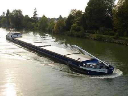 Péniche sur l'Oise à Auvers-sur-Oise - droit d'auteur : Wikipédia License CC0
