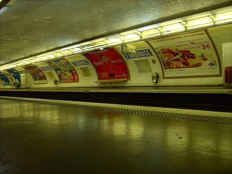 Poseur d'affiches publicitaires 1