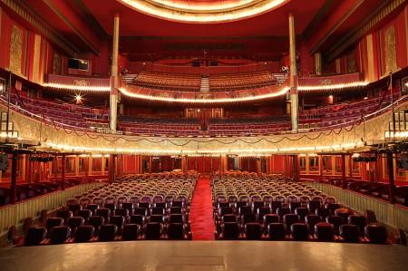 La salle de spectacle des Folies Bergère - Droit d'auteur: Wikimédia – License CC0