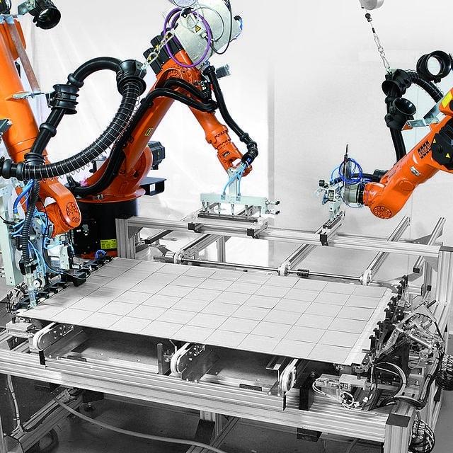 Conducteur d'installation automatisée de production électrique, électronique et microélectronique 2