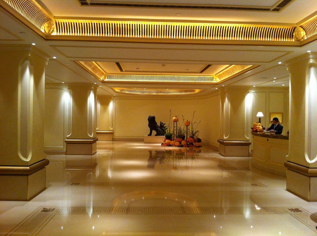 Hotel Foyer Interiors : Bagagiste salaire débouchés formations etc