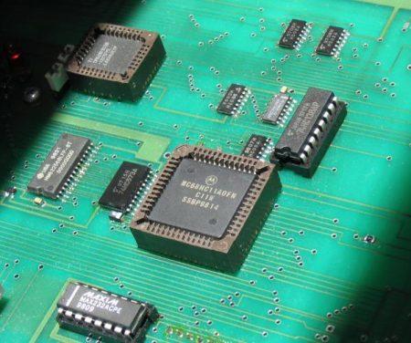 MC68HC11 microcontroller - Droit d'auteur: Wikipédia – License CC0