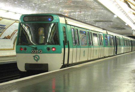 Metro-Paris-Rame-MF77-ligne - Droit d'auteur: Wikipédia – License CC0