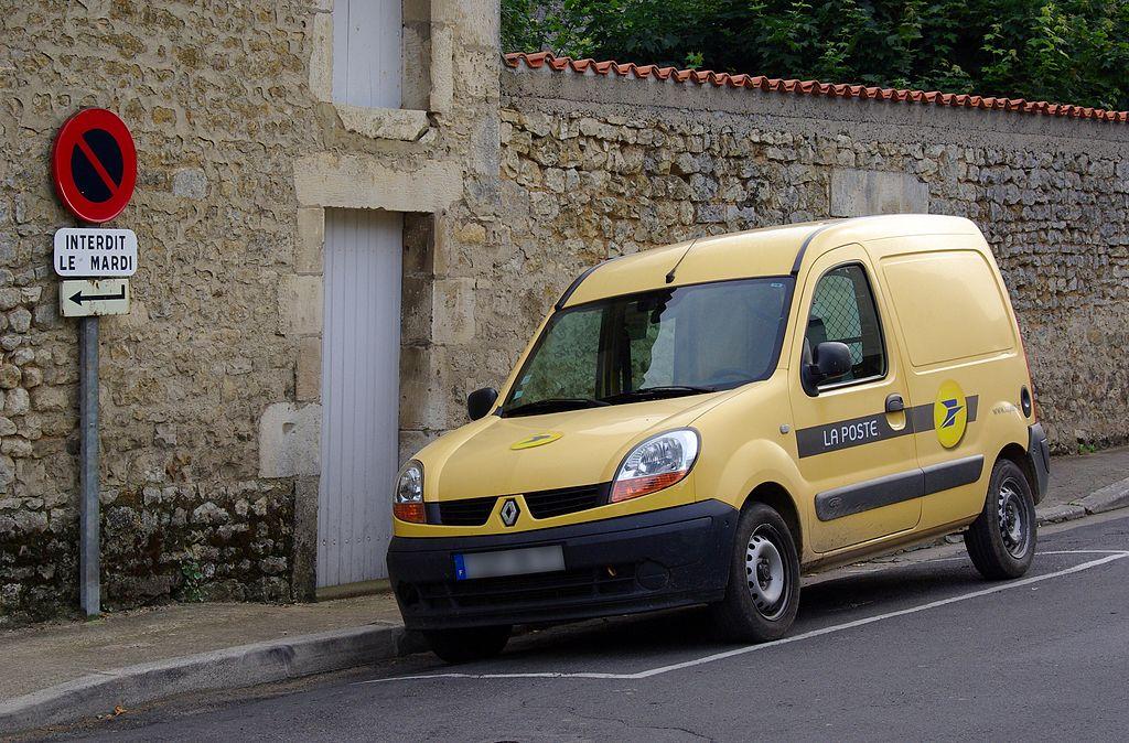 Un véhicule de La Poste (2012).