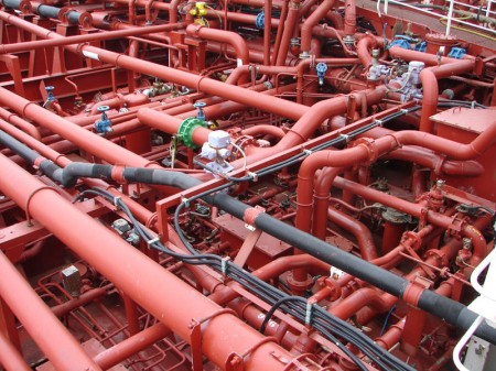 Piping system on a chemical tanker - Droit d'auteur : Wikimédia – License CC0