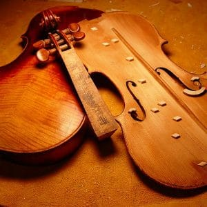 Fabricant et restaurateur d'instruments de musique 7