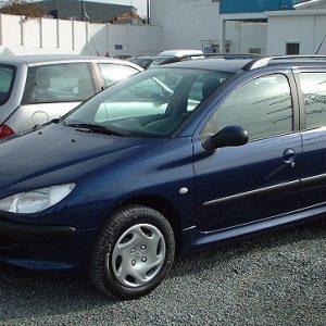 Peugeot 206 SW 1.4 Enfant Terrible (nom donné aux 206 d'entrée de gamme en Belgique) de 2003 dans la couleur bleu de Chine.