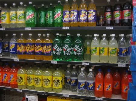 Soft drink shelf - Droit d'auteur: Wikipédia – License CC0