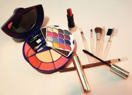 Cosmetics - Droit d'auteur: Wikipédia – License CC0