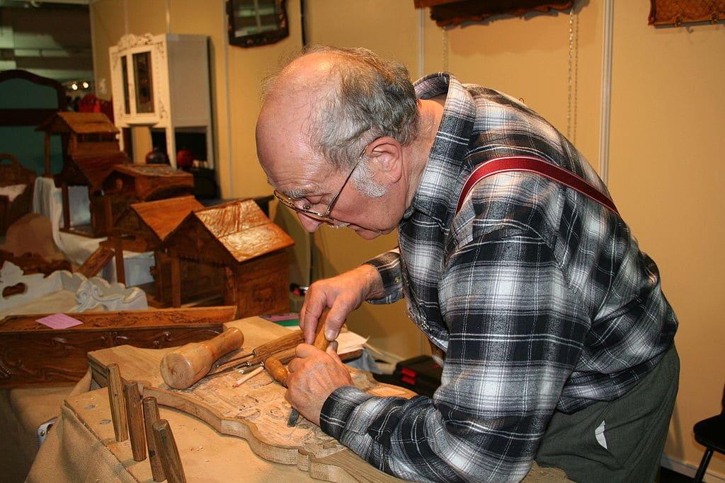 Sculpteur sur bois, salaire, débouchés, cv etc