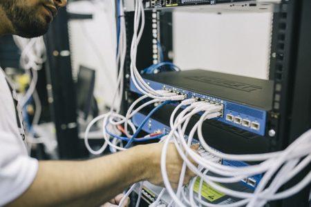 Câblage d'un routeur réseau